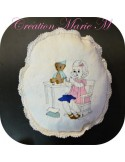 Motif de broderie machine fillette avec son ours