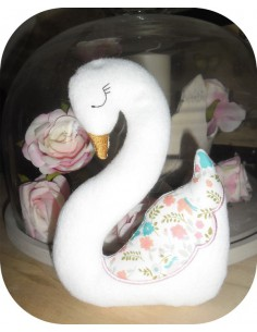 Instant download machine embroidery swan ith