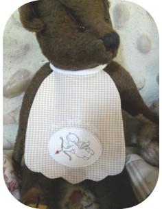 machine embroidery design  bib scalloped  ITH