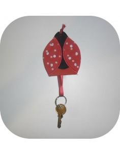Motif de broderie machine coccinelle porte clés ou range tétine  ITH