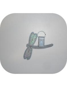 Motif de broderie machine porte clé libellule en mylar  ITH