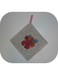 Motif de broderie machine  manique  ou dessous de plat fleur d'hibiscus  ITH