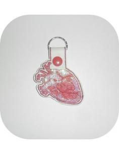Motif de broderie machine porte clé coeur organe en mylar  ITH