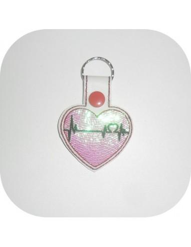 Motif de broderie machine porte clé coeur électrocardiogramme en mylar  ITH