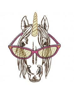 Motif de broderie machine licorne avec sa corne en mylar
