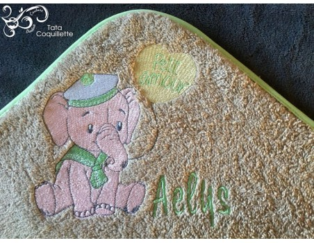 Instant download machine embroidery elephant with his balloon