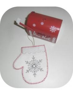 Instant download machine embroidery design mitten