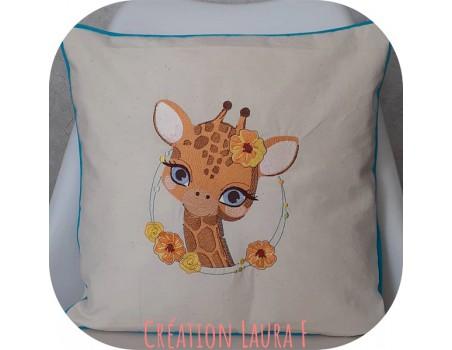 Motif de broderie machine girafe  fleurs