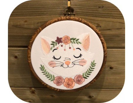 machine embroidery design sleeping cat with  flowers