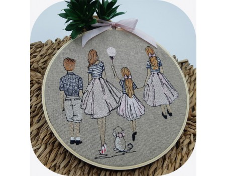 machine embroidery design  rippled mother with her daughters and her son