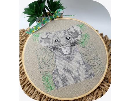 machine embroidery design savannah lion cub