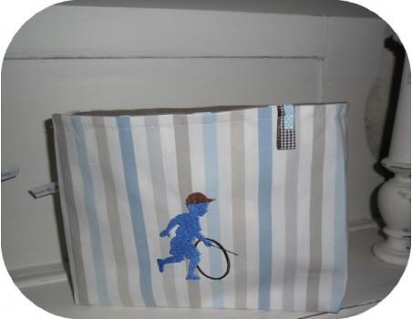 Motif de broderie machine silhouette garçon avec un cerceau